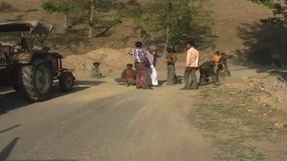 मनमाना रेट वसूल रहें नेपाल से अल्मोड़ा पहुंचे मिस्त्री, बढई और बोझा ढोने वाले कामदार