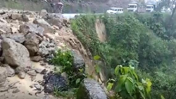 उत्तराखंडः लगातार बारिश से  पानी आफत बन कर टूट रहा है