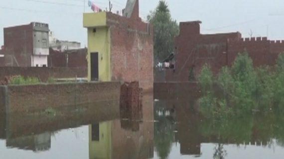 घाघरा और सरयू नदी का लगातार बढ़ रहा जलस्तर, कई गांवों में बाढ़ जैसे हालात