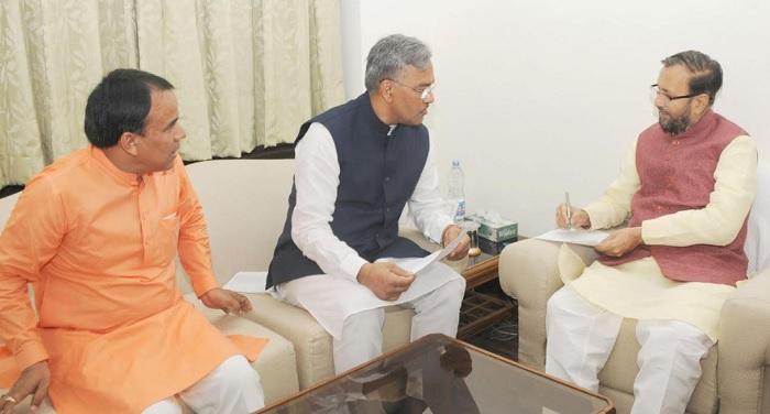 सीएम रावत ने नई दिल्ली में केंद्रीय मानव संसाधन विकास मंत्री प्रकाश जावड़ेकर से मुलाकात की