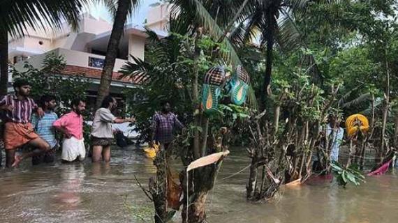 केरल: बाढ का पानी कमने से लोगों को मिली राहत,विपक्ष ने कहा- विदेशी सहायता स्वीकार करे मोदी सरकार
