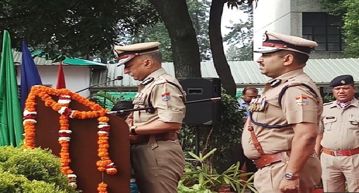 स्वतंत्रता दिवस-2018 के मौके पर अनिल के0 रतूड़ी, पुलिस महानिदेशक, ने ध्वजारोहण कर सलामी दी