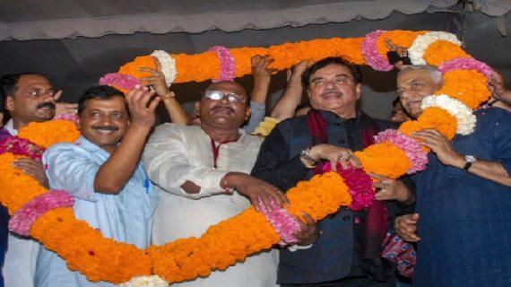 आप की 'जन अधिकार रैली' में पूर्व बीजेपी नेता ने बोला PM मोदी पर हमला
