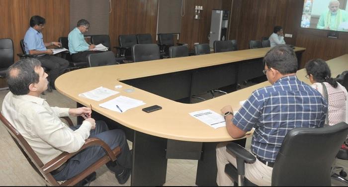 पीएम मोदी ने पीएम खनिज क्षेत्र कल्याण योजना के प्रगति की समीक्षा वीडियो कॉन्फ्रेंसिंग के माध्यम से की