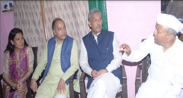 सीएम रावत और जयराम ठाकुर ने महेन्द्र पाण्डे उनके पिता की पीपलपानी में शिरकत की और पारिवार को सांत्वना दी
