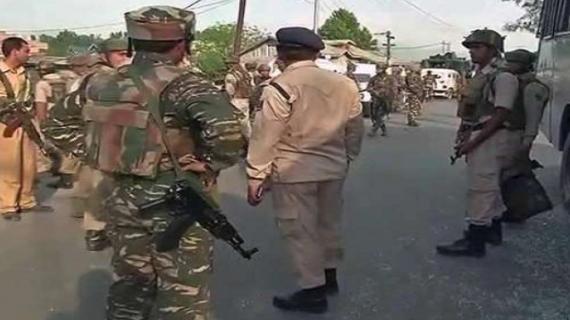 जम्मू-कश्मीर के पुलवामा में हुए आतंकवादी हमले में सीआरपीएफ का एक जवान घायल