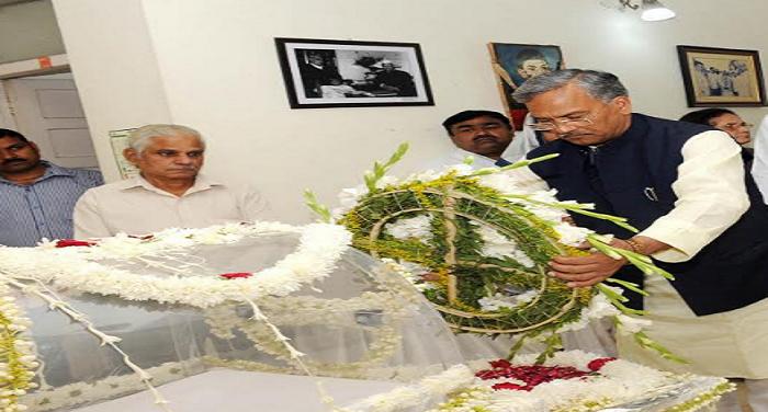 उत्तराखंड के सीएम त्रिवेंद्र सिंह रावत ने एनडी तिवारी को दी श्रृद्धांजलि