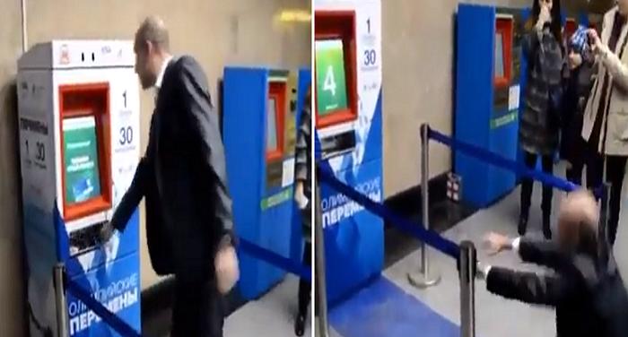 30 दंड-बैठक करने पर मास्को के मैट्रो रेलवे स्टेशन में टिकट मिलता है मुफ्त