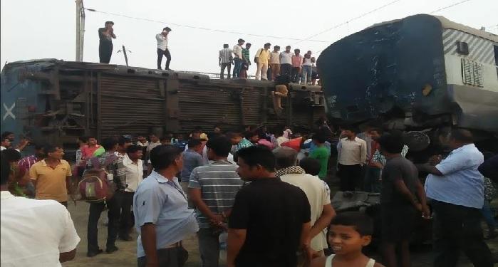 रायबरेली ट्रेन हादसे के बाद रेल यातायात बाधित, कई ट्रेन रद्द