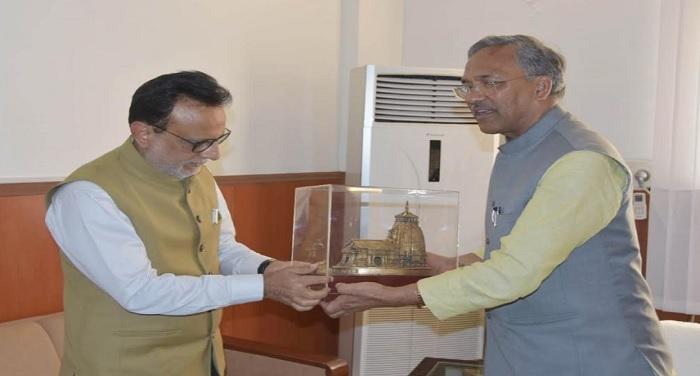 मुख्यमंत्री त्रिवेन्द्र सिंह रावत से सचिवालय में केन्द्रीय वित्त सचिव हंसमुख भाई अधिया ने भेंट की