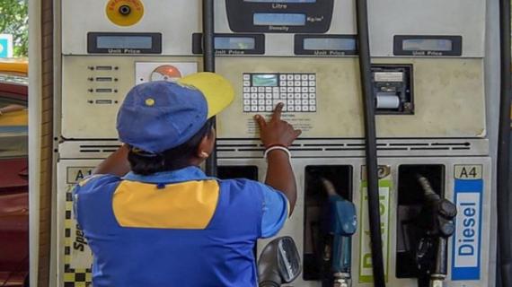 आज फिर घटे पेट्रोल-डीजल के दाम, पेट्रोल 77 रुपये 89 पैसे पर पहुंचा