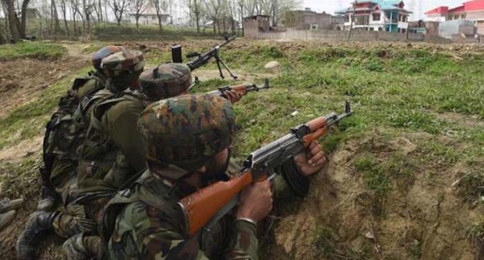जम्मू-कश्मीर: निकाय चुनाव के लिए वोटिंग के बीच पुलवामा में आतंकियों और सुरक्षाबलों के बीच मुठभेड़ जारी