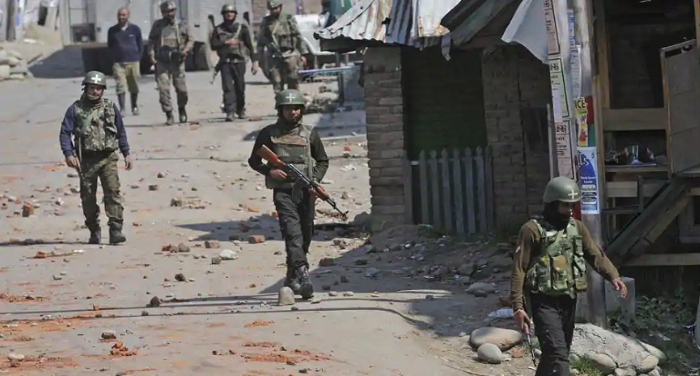 जम्मू-कश्मीर: सुरक्षाबलों और आतंकियों के बीच हुई मुठभेड़, 3 आतंकी ढे़र, एक जवान शहीद