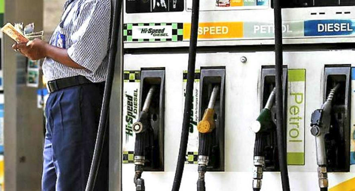 पेट्रोल-डीजल की कीमतों में कमी का सिलसिला जारी, पेट्रोल की कीमत 78 रुपये 78 पैसे ली.