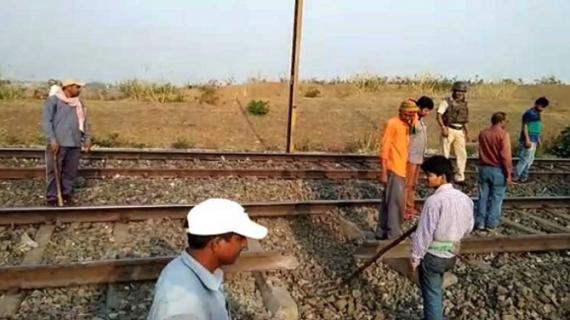 बिहार: मुजफ्फरपुर-हाजीपुर रेलखंड पर नक्सलियों ने विस्फोट कर उड़ाया रेल पटरी