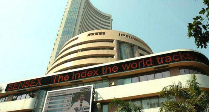 दुनियाभर के शेयर बाजारों में भारी गिरावट,भारत में सेंसेक्स 1,000 अंक से अधिक गिरा