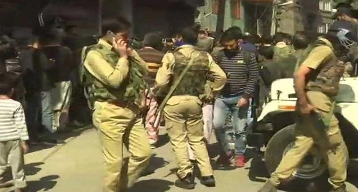 जम्मू-कश्मीर: श्रीनगर में आतंकियों ने नेशनल कांफ्रेंस के 3 कार्यकर्ताओं को मारी गोली,2 की मौत
