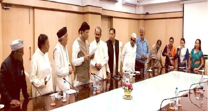 केन्द्रीय वस्त्र राज्यमंत्री अजय टम्टा और सांसद भगत सिंह कोश्यारी ने नई दिल्ली में रेल मंत्री पीयूष गोयल से भेंट की