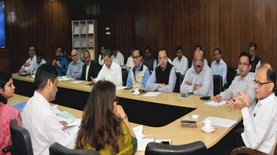 उत्पल कुमार सिंह ने सचिवालय में इन्वेस्टर्स समिट के दौरान हुए एमओयू की फॉलो अप मीटिंग की