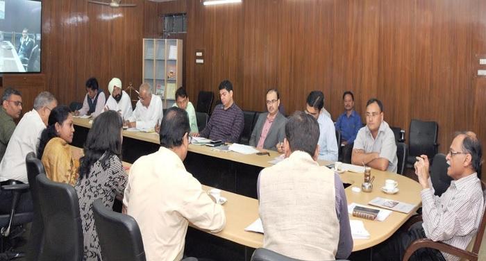 उत्पल कुमार सिंह ने नैनीताल के बलियानाला क्षेत्र में हो रहे भूस्खलन को रोकने के लिए बैठक की