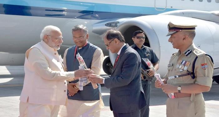 इन्वेस्टर्स समिट के उद्घाटन अवसर पर मुख्य सचिव उत्पल कुमार सिंह ने अतिथियों का स्वागत किया