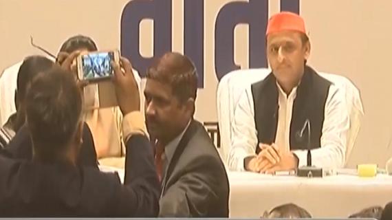 LIVE: अखिलेश यादव ने प्रधानमंत्री बनाने के लिए मायावती का किया समर्थन