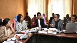 अल्पसंख्यक विभाग द्वारा संचालित योजनाओं की समीक्षा बैठक आयोजित की गई