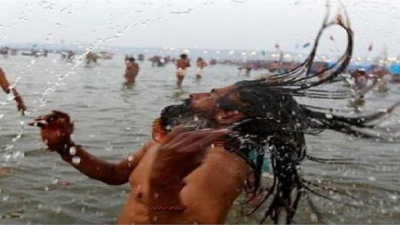 शाही स्नान के साथ कुंभ मेला की शुरूआत, संगम-प्रयाग में संधु-संतों ने लगाई डुबकी