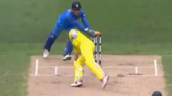 ODI match-धोनी की स्टम्पिंग से हैरान रह गए कोहली, शॉन मार्श को आउट कर ऑस्ट्रेलिया पर बनाया दबाव