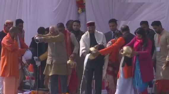 कुंभ पहुंचे राष्ट्रपति, सीएम योगी और राज्यपाल की सराहना की