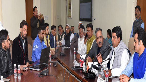 अल्पसंख्यक मामलात मंत्री ने हज यात्रियों का ऑनलाईन कुर्रा खोला