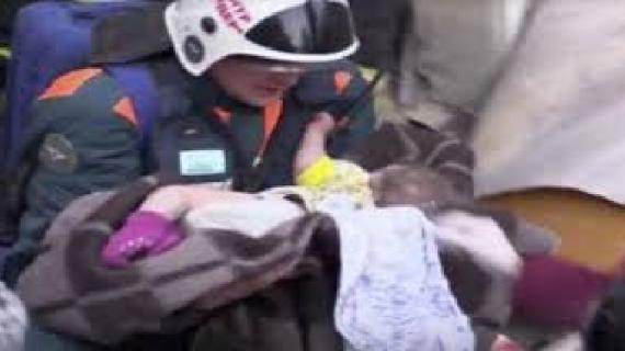मलबे में दबे 10 माह के मासूम को निकाला जिंदा, बचावकर्मियों की खुशी का ठिकाना नहीं