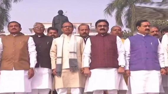 शिवराज ने विधायकों के साथ मंत्रालय पार्क पहुंच कर वंदे मातरम् गाया
