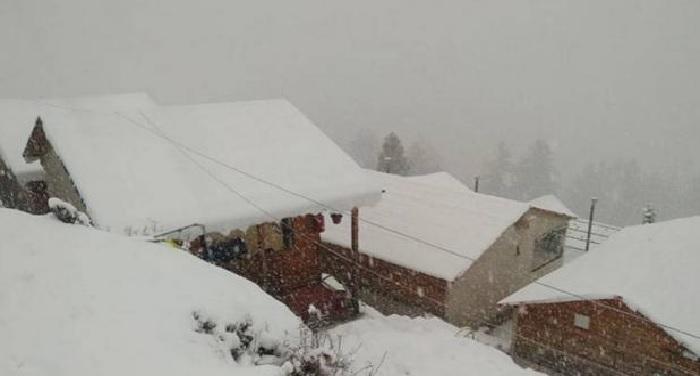 उत्तराखंड, हिमाचल में आफत बनकर हो रही बर्फबारी, पारा माइनस में पहुंचा