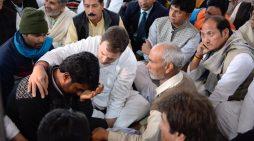 शामली में शहीद जवान के घर पहुंचे राहुल, प्रियंका