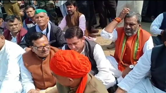 शहीद जवान के अंतिम संस्कार में भाजपा नेताओं की बेशर्मी