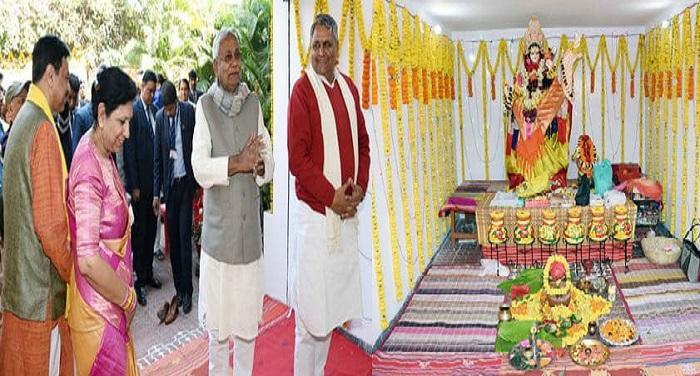 मुख्यमंत्री ने माँ शारदे की पूजा अर्चना की तथा राज्य की सुख, शांति एवं समृद्धि की कामना की