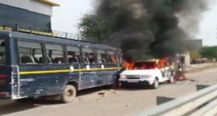 gurjur गुर्जर आंदोलन उग्र हुआ, 3 वाहनों को लगाई आग, 4 पुलिस वाले भाई जख्मी