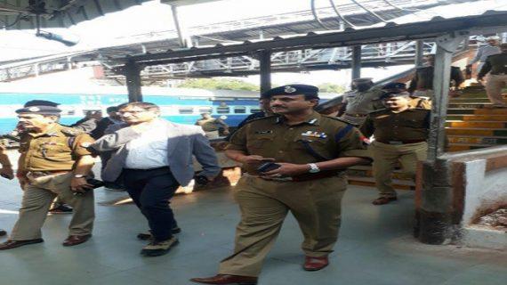 पटना रेलवे पुलिस को मिली बड़ी कामयाबी, कोमल ट्रैवल छापेमारी में सवा करोड़ के अवैध टिकट बरामद, दो गिरफ्तार