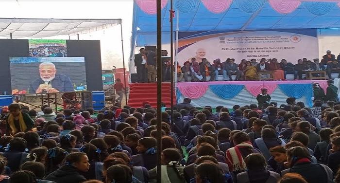 पीएम मोदी ने श्रीनगर से एक व्यावसायिक महाविद्यालय के शिलान्यास में शामिल हुए