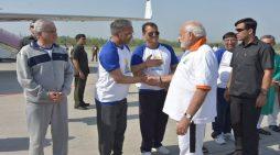जौलीग्रांट एयरपोर्ट पर उतरा प्रधानमंत्री नरेंद्र मोदी का विमान एमआई- 17