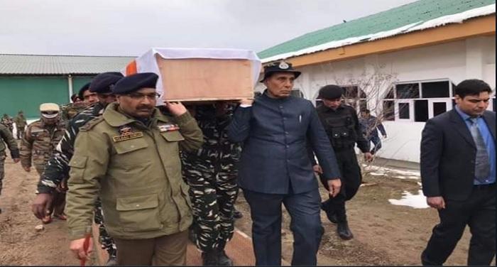 rajnath singh पुलवामा आतंकी हमले में शहीद जवानों को श्रद्धांजलि देने बडगाम पहुंचे राजनाथ सिंह