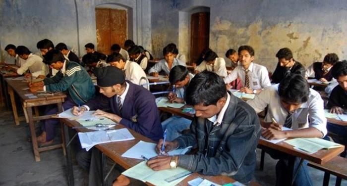 हाई स्कूल और इंटरमीडिएट की परीक्षाएं शुरू, यूपी के उप-मुख्यमंत्री किया परीक्षा केंद्र का औचक निरीक्षण