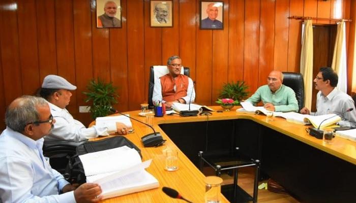 cm rawat सीएम रावत ने कोविड-19 पर नियंत्रण एवं विभिन्न व्यवस्थाओं के संबंध में उच्च अधिकारियों के साथ बैठक की