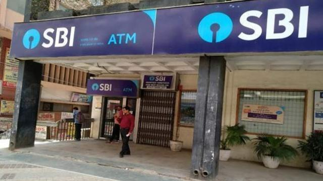 sbi atm कल के कल ही निपटा लें बैंक के जरूरी काम, 4 दिन बंद रहेगा बैंक