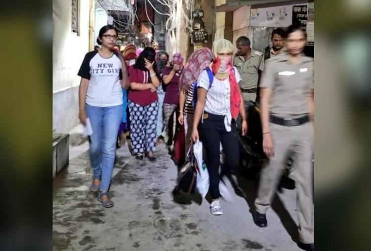 swati maliwal स्वाती मालीवाल ने एक और स्पा सेंटर का किया भांडाफोड़, चल रहा था जिस्मफरोशी का धंधा