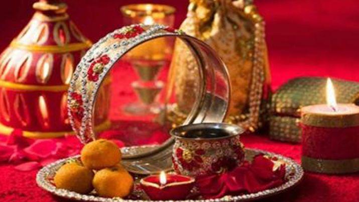 karwa chauth 1571039090 कल है सुहागनों के लिए सबसा बड़ा दिन, जाने क्या है इस दिन पूजा का शुभ मुहूर्त और विधि