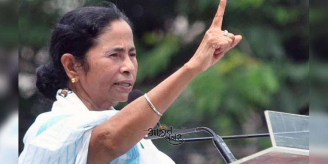 CM MAMTA धरने पर बैठीं ममता बनर्जी, EC ने लगाया है 24 घंटे का बैन