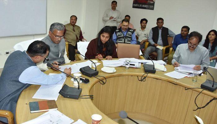 सीएम रावत ने रिंग रोड स्थित राज्य कर मुख्यालय में जीएसटी की बैठक ली
