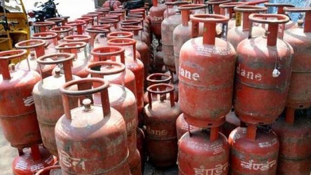 free gas cylinder symbolic एक नवंबर से रसोई गैस सिलिंडर की कीमत में बढ़ोतरी, 76.5 रुपये महंगा